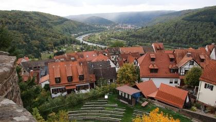 Blick von der Burg Dilsberg auf die Freilichtbühne und das Neckartal, Neckargemünd - Dilsberg