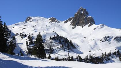Blick von der Seebenalp zum Skigebiet am Maschgenkamm.