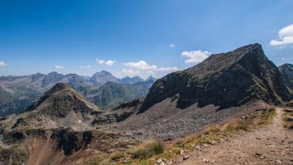 Blick vom Rotmandl zum Sauberg und hinunter zur Kruckeckscharte