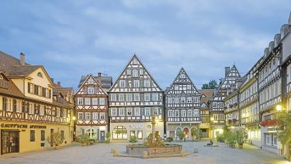 Der Marktplatz von Schorndorf in der Dämmerung