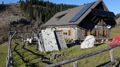 Heil geblieben: die Ybbstaler Hütte auf der von Orkan Kyrill verwüsteten Dürrensteinalm