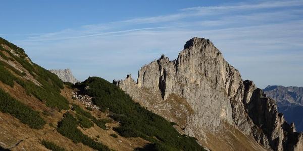 Schwarzenstein voraus: Aufstieg auf dem fantastischen Eisenerzer-Alpen-Kammweg unter dem Stadelstein