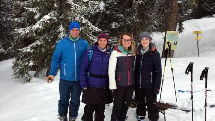 Familie Reiter mit Freunden beim Tourencheck