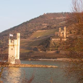 Mäuseturm und Ruine Ehrenfels sowie Rittersaal