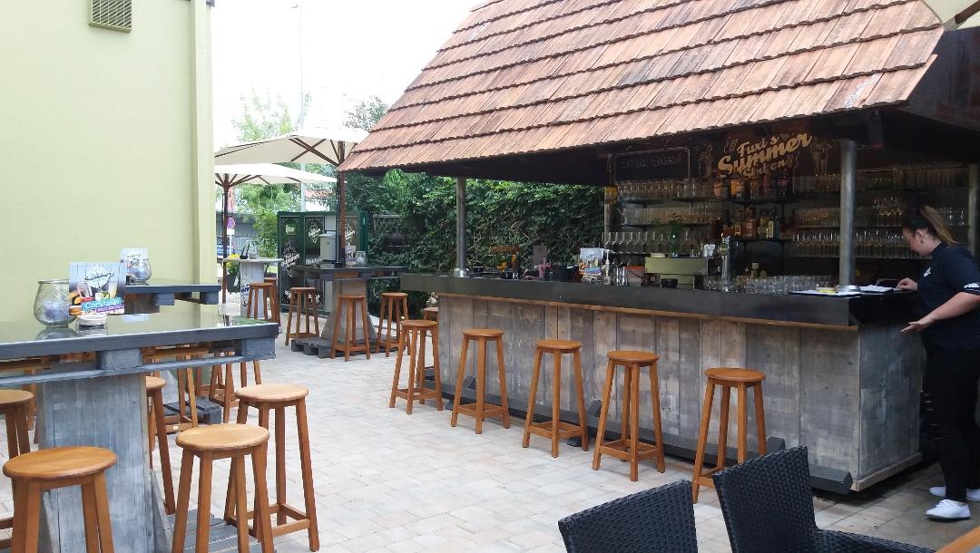 Fuxi Steakhouse_Barbereich im Gastgarten