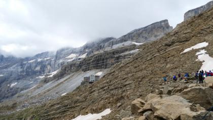 Panorama dal Col des Sarradets (2589m) sulla Brèche de Roland e omonimo rifugio