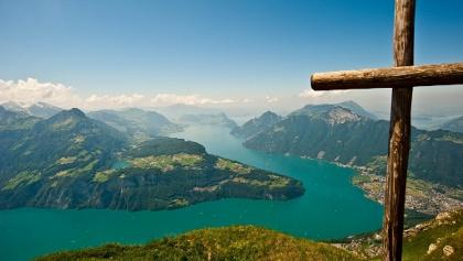 Fronalpstock-Gipfel mit Blick auf den Urner- und Vierwaldstättersee