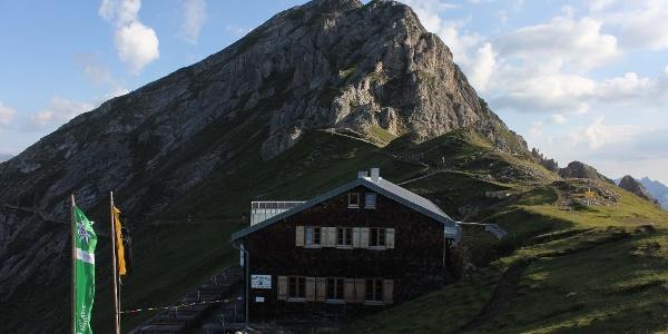 Nördlinger Hütte mit Reitherspitze