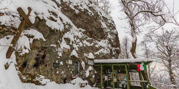 Pútnicke miesto na úpätí skál Nagykilátó