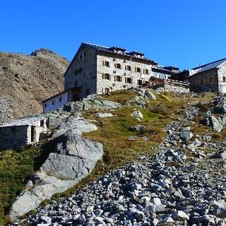 Braunschweiger Hütte mit Karleskopf (2902 m)