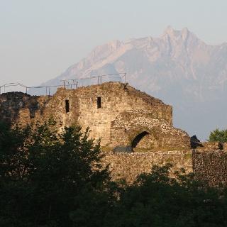 Die Ostseite der Gesslerburg ob Küssnacht