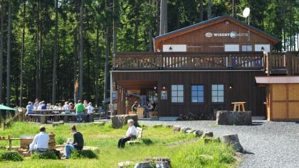Wisent-Hütte und Terasse