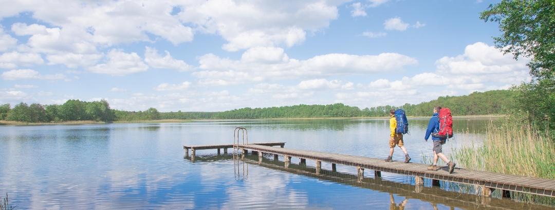 Wanderer in der Mecklenburgischen Seenplatte