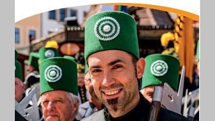 Große traditionelle Bergparade zum jährlichen Bergstadtfest in der Silberstadt Freiberg