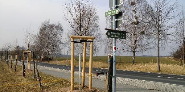 """Wegweiser ca. 100 m unterhalb des """"diska"""" Markt"""