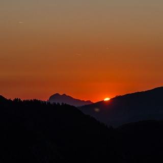 Sonnenaufgang am Stripsenjochhaus
