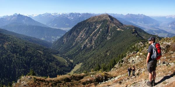 Blick vom Gipfel der Viggarspitze zum Patscherkofel