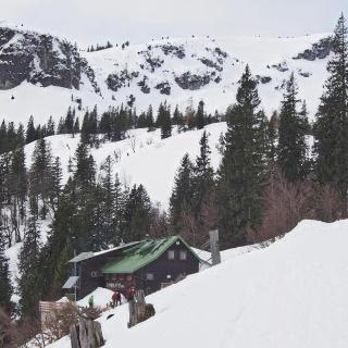 Steyrer Hütte gut besucht (Schitourengeher, Fußgeher, Rodler, etc)