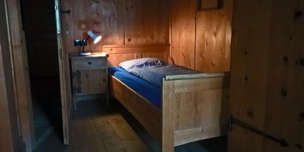 Einzelzimmer mit historischer Ausstattung