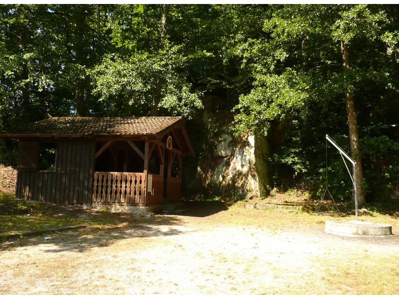 Steinbruch mit Schutzhütte und Grillstelle   - © Quelle: Gemeinde Bühlerzell