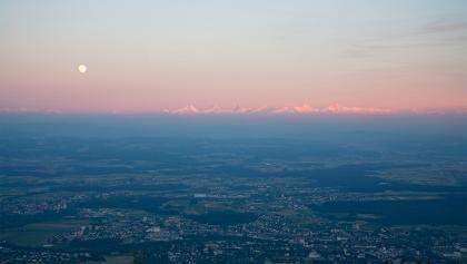 Abendstimmung mit Alpenpanorama.