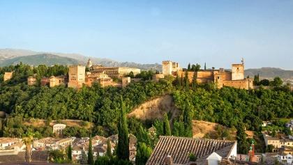 Blick auf die berühmte Alhambra in Granada