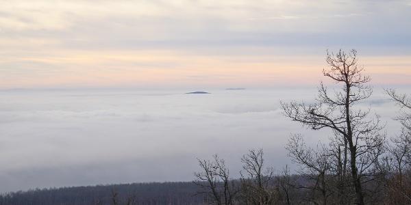 Zahmlený vrch Kab-hegy (Rozhľadňa Kinizsi Pál-kilátó)