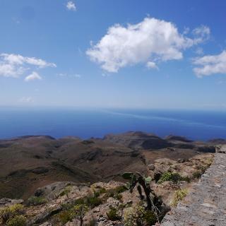 Ausblick vom Gipfelplateau des Kalvarienbergs in Richtung Süden auf den Atlantik