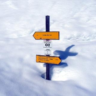 Wegtafel um 1520 m, gute Schneelage etwa 1 m.