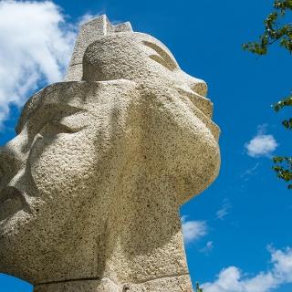 Maskenbrunnen am Rathaus