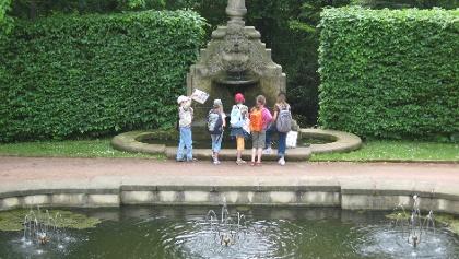 Dem Wasser auf der Spur im Schlosspark Lichtenwalde