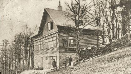 1906 errichtete die Sektion Wienerwald des Österreichischen Touristenklubs (ÖTK) das Schutzhaus am Schöpfl und benannte es nach deren Obmann Franz Krebs.