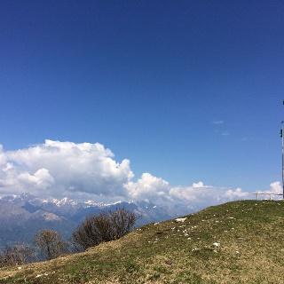 La cima del Monte Tomatico