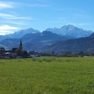 Puch: Blick auf die Ortsmitte und den Dürrnberg