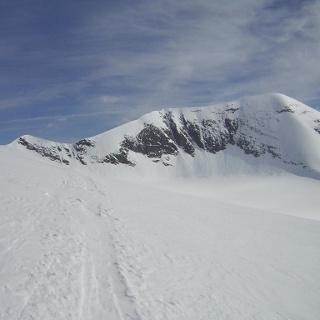 Keilscharte links und Südflanke des Weißen Bärenkopfs