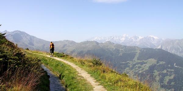 Wandern mit Aussicht entlang der Bisse du Levron.