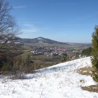 Blick vom Alpenpfad auf Zierenberg