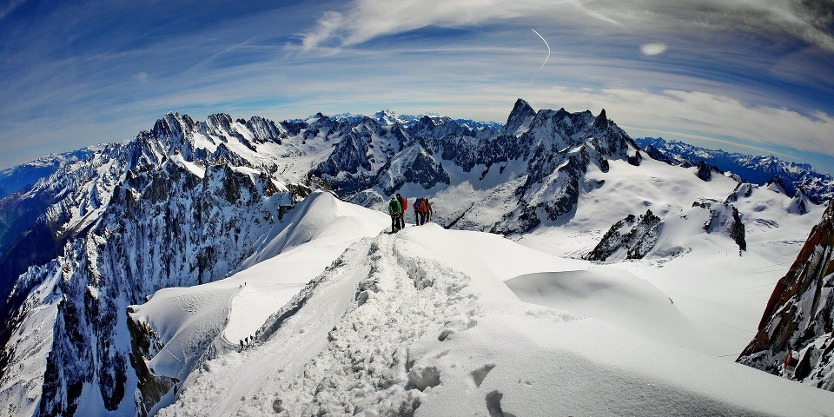 Des alpinistes dans le massif du Mont-Blanc