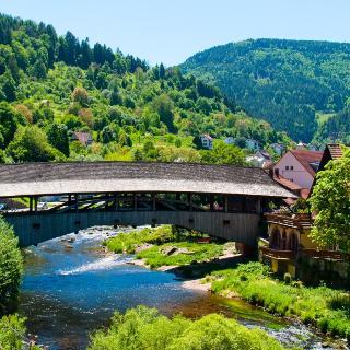 Die alte Holzbrücke über die Murg bei Forbach