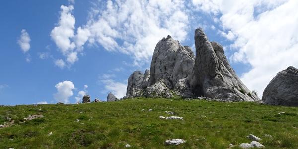 Der westlichste Teil der Gipfelgruppe. Links davon zieht der Weg hoch.