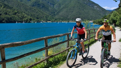 Mountainbiker am Lago di Ledro