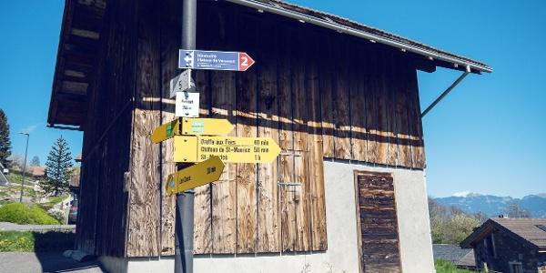 Wegweiser auf dem Plateau de Vérossaz