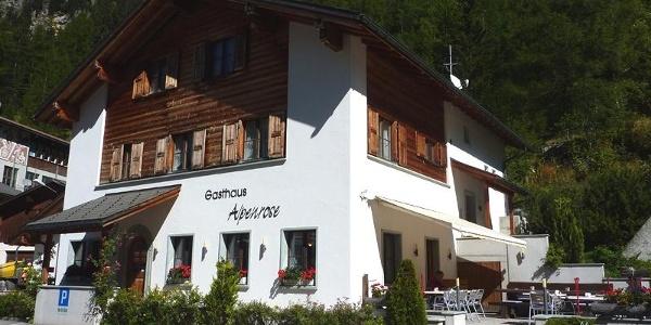 Gasthaus Alpenrose im Sommer