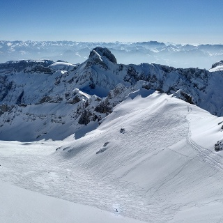 Groß Schnee vom Gipfel