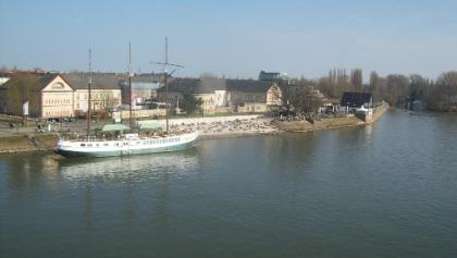 Kasteler Reduit mit Bastion Schönborn und Strand
