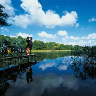 Die unzähligen Seen auf dem Weg laden zu einer Rast oder einem kühlenden Bad ein.