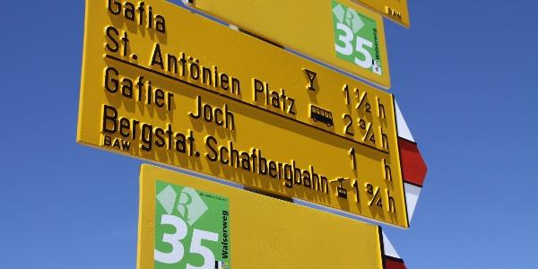 Etappe 21: Wegweiser mit der Routennummer 35 -Abstieg vom Rätschenjoch
