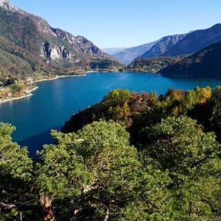 Lago di Ledro in autunno
