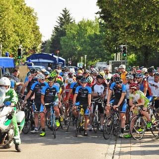 Startaufstellung zur Rennradrunde 2015 - Urheber: Alfred Michel