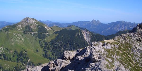 Saalfelder Höhenweg (am linken Bildrand)